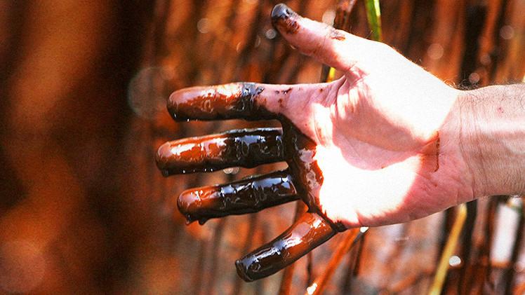 Bañarse en oro negro: El insólito balneario de crudo en Azerbaiyán