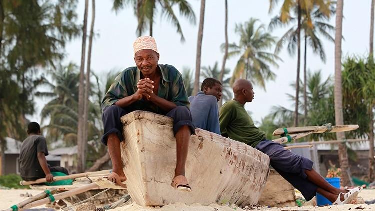 Tanzania: Azadas y zapatos que unen a personas