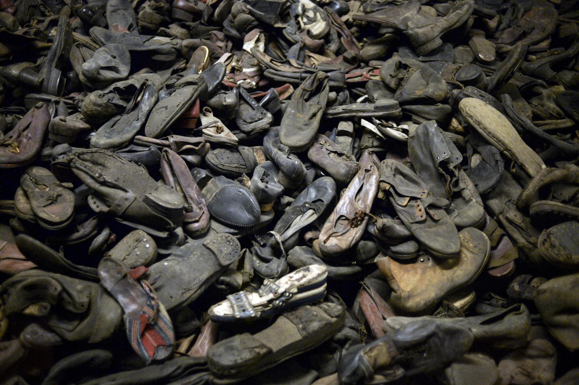 Zapatos de los prisioneros del campo de concentración