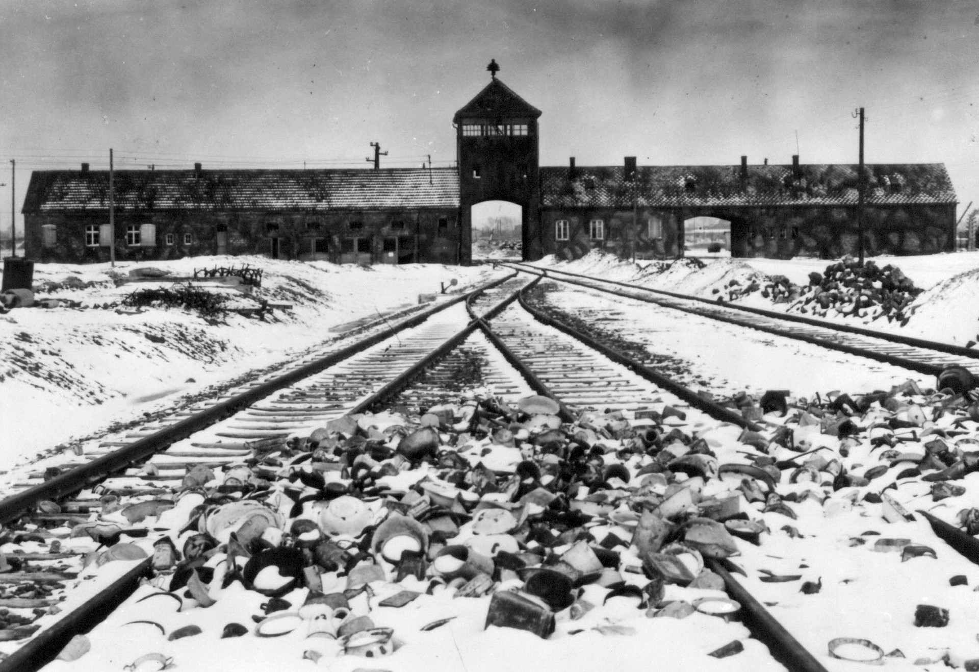 La llamada 'puerta de la muerte' de Auschwitz-Birkenau