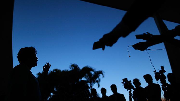 EE.UU.: En un seminario político acompañan a los periodistas hasta para ir al baño