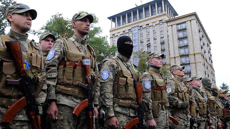 Más de 500 soldados voluntarios en Kiev exigen la renuncia de Poroshenko