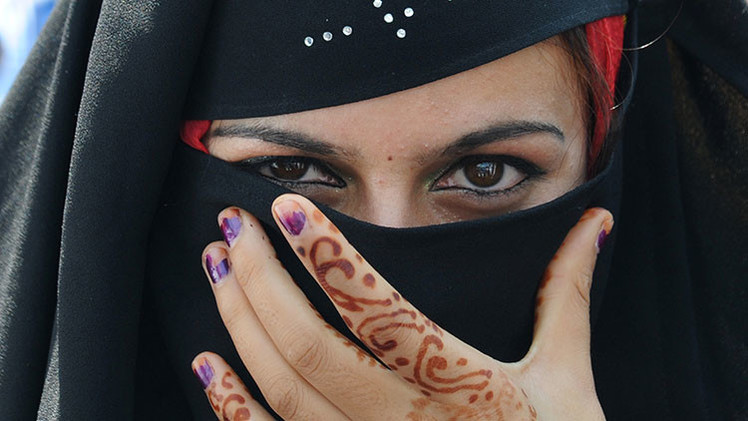 Piratas informáticos roban información de la oposición siria haciéndose pasar por mujeres guapas