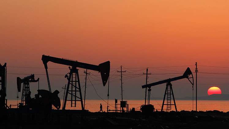 Dos posibles panoramas de la evolución de los precios del petróleo