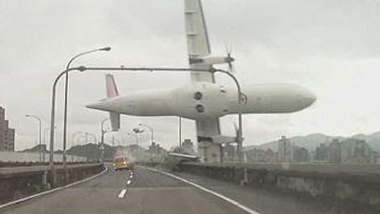 Video impactante: Momento dramático del siniestro del avión en Taiwán