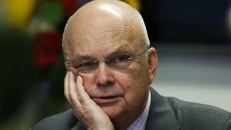 """Exdirector de la NSA y CIA admite interpretar la Constitución de EE.UU. """"a su juicio"""""""