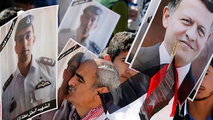 Foto: El rey de Jordania muestra en una elocuente imagen su sed de venganza