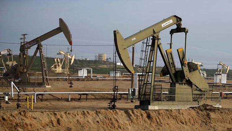 Arabia Saudita baja los precios del crudo a Asia y los sube a EE.UU.