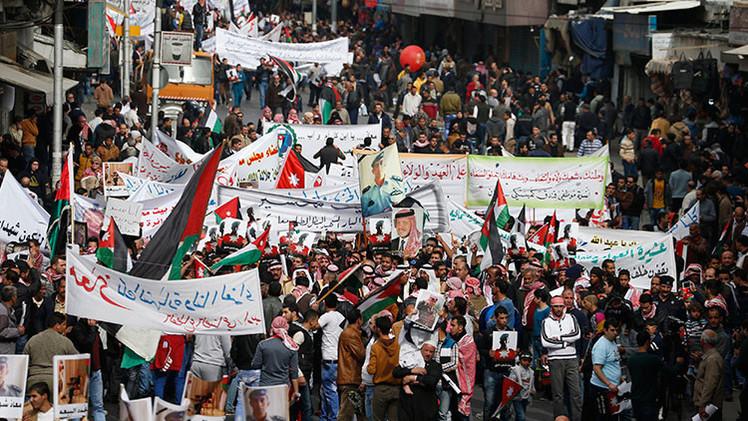 """""""Muerte al Estado Islámico"""": miles de personas marchan en Jordania para pedir venganza"""