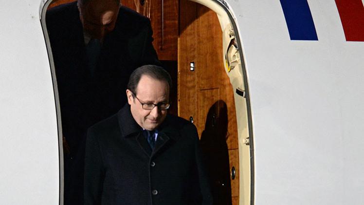"""""""La visita de Hollande a Moscú es una reacción a los éxitos de las milicias de Donbass"""""""