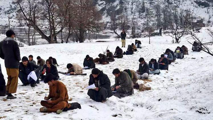 Exámenes de ingreso a la universidad en la parte central de Afganistán.