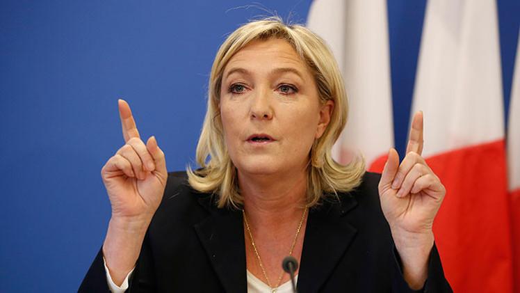 """Marine Le Pen: """"Hollande y Merkel se comportan como los lacayos de EE.UU."""""""