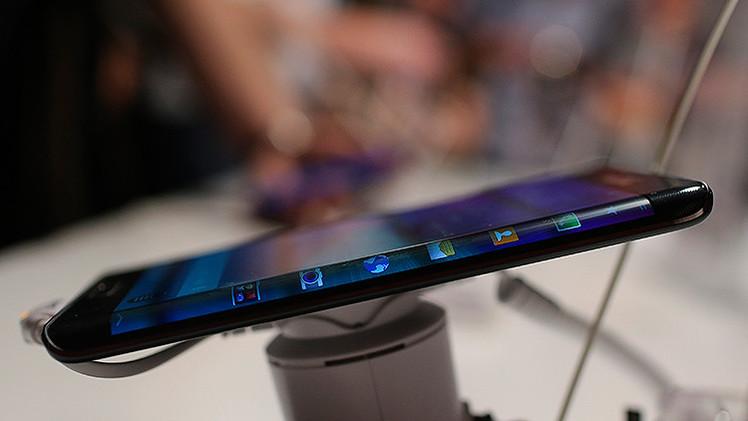 Rusia: crean una pantalla para 'smartphones' capaz de soportar el impacto de balas