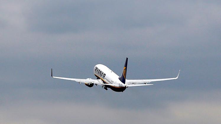 Un avión de Ryanair que cubría la ruta Bucarest-Dublín aterriza en Colonia tras una emergencia