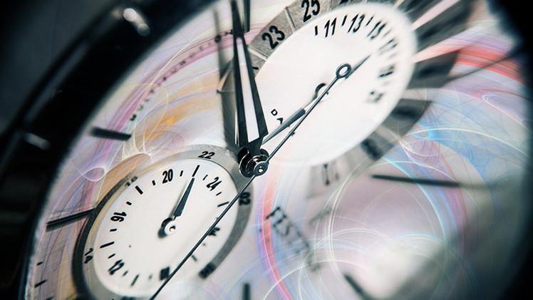 Un experimento cuántico sugiere que el tiempo puede correr hacia atrás