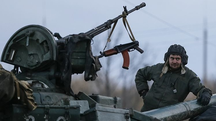 Ucrania y España discuten el posible suministro de armas de defensa a Kiev