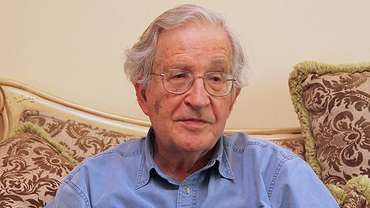 """Chomsky: """"Syriza y Podemos son una reacción contra el asalto neoliberal que aplasta a la periferia"""""""