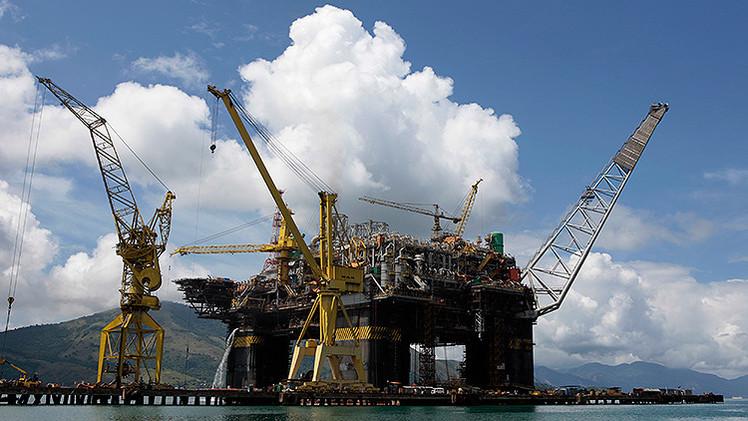 Al menos tres muertos por una explosión en una plataforma marítima de Petrobras