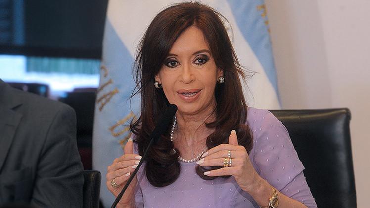 "Kirchner: ""No somos una republiqueta bananera para que vengan a darnos consejos"""
