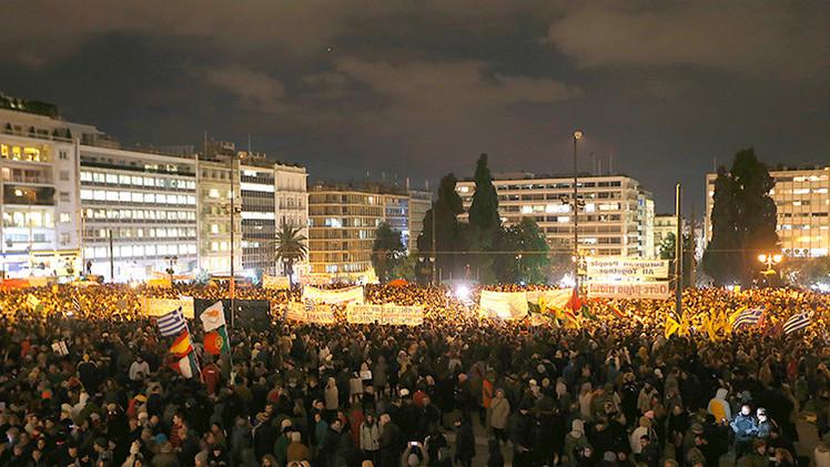 Al menos 15.000 personas salen a las calles de Atenas en apoyo al Gobierno de Syriza