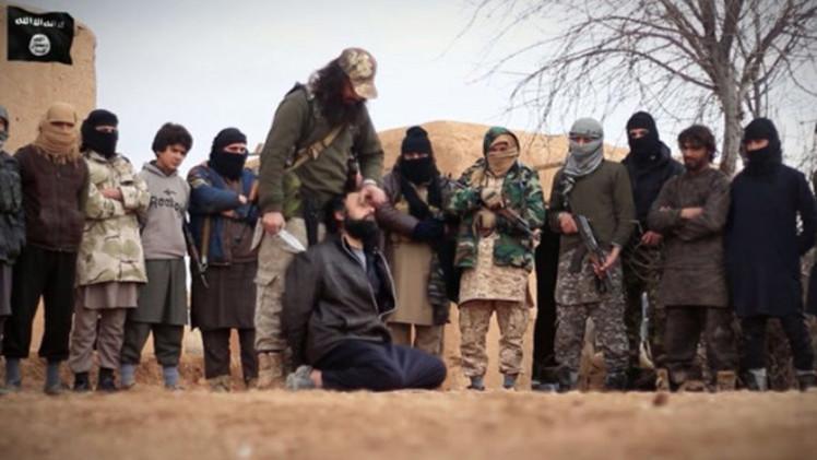 Estado Islámico se prepara decapitar a su tesorero que huyó con un millón de dólares