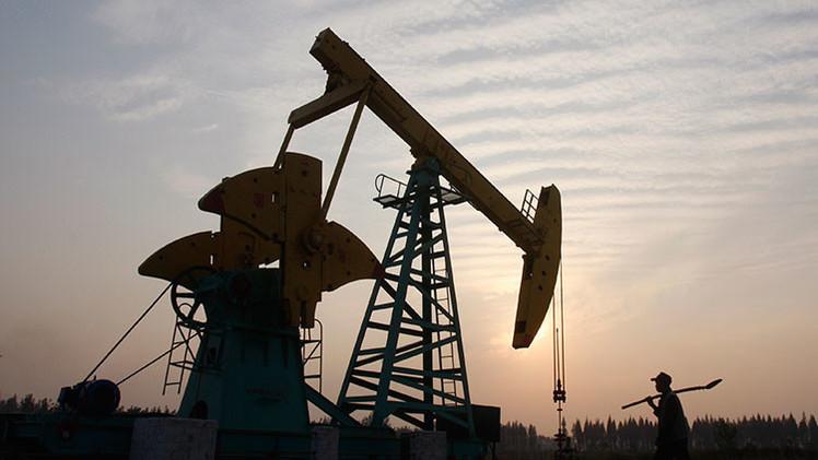 Los ministros de Rusia, Ecuador y Venezuela analizan cómo estabilizar el precio del crudo