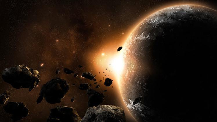 "Chomsky: ""El mundo de hoy está como si acabara de chocar con un asteroide"""