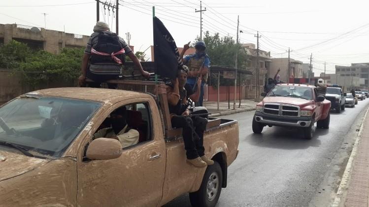 Estado Islámico corta las manos a tres mujeres por usar teléfonos móviles