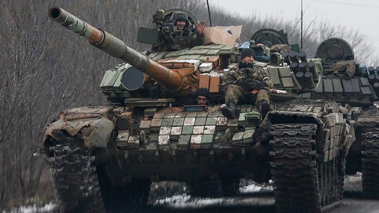 Las autodefensas de Lugansk empiezan a retirar el armamento pesado de la línea del frente