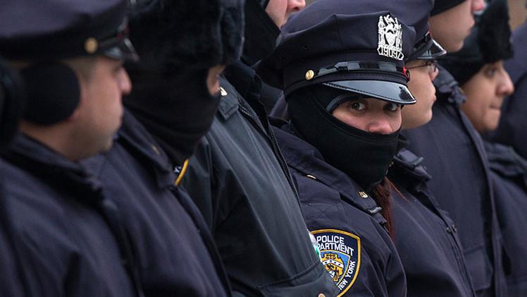 """EE.UU.: Mujer sufre un aborto tras ser golpeada por un policía al que """"no le gustó su tono"""""""
