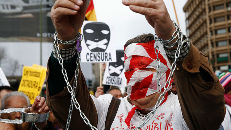 """Miles de españoles rechazan la """"Ley Mordaza"""" y vuelven a salir a las calles"""