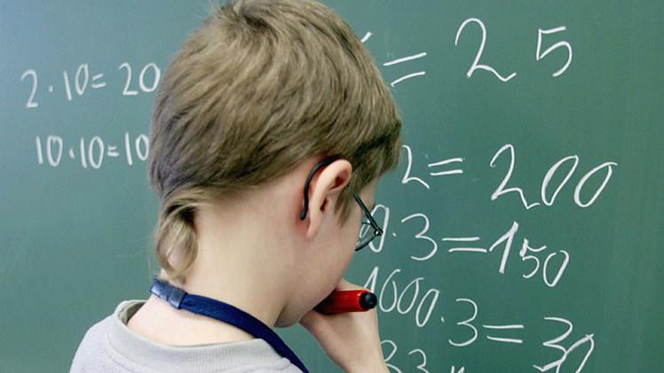 Estudio: Los maestros ponen distinta nota en ciencias y matemáticas en función del sexo