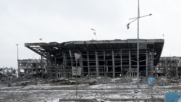 """Video: Obús del Ejército ucraniano 'estropea' a la BBC la tregua """"rota por las autodefensas"""""""