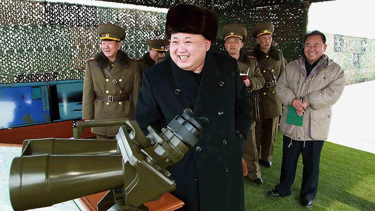 FOTOS: Kim Jong-un observa ejercicios militares de misiles y artillería