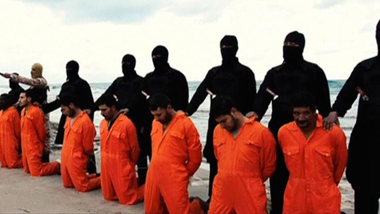 Expertos creen que la ejecución de 21 egipcios por el Estado Islámico es un engaño