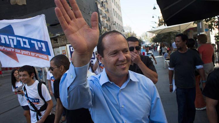 Video: Alcalde de Jerusalén desarma y neutraliza a un joven armado con un cuchillo