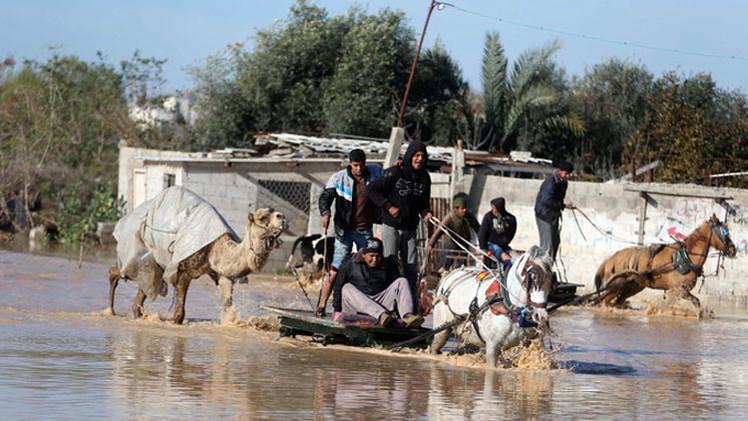 Fotos: Israel abre represas obligando a cientos de palestinos a abandonar sus casas inundadas
