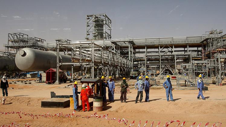 """""""El gran secreto de Arabia Saudita"""": ¿Se están agotando sus reservas de crudo?"""