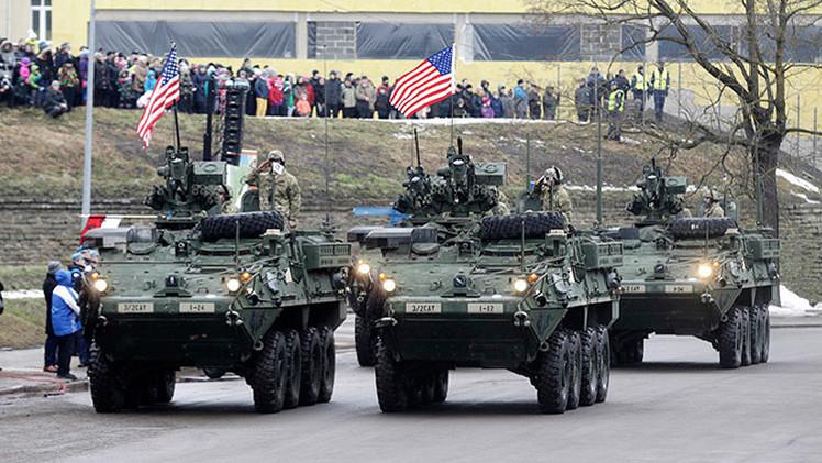 Video: Tropas de la OTAN desfilan a 300 metros de la frontera rusa