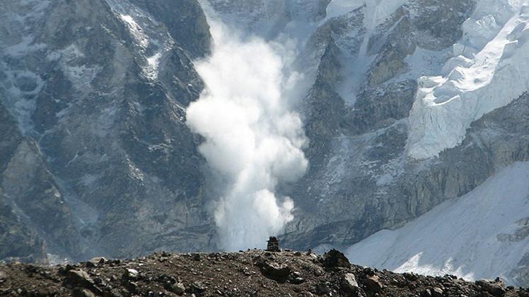 Al menos 108 personas muertas por una avalancha de nieve en Afganistán