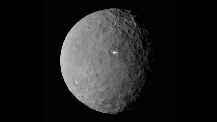 El planeta Ceres deja boquiabierta a la NASA