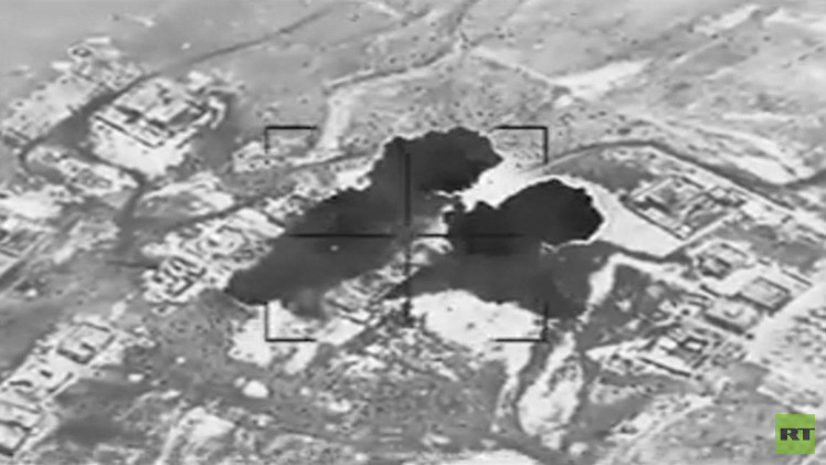 Video: Bombas aéreas impactan en edificios ocupados por el Estado Islámico