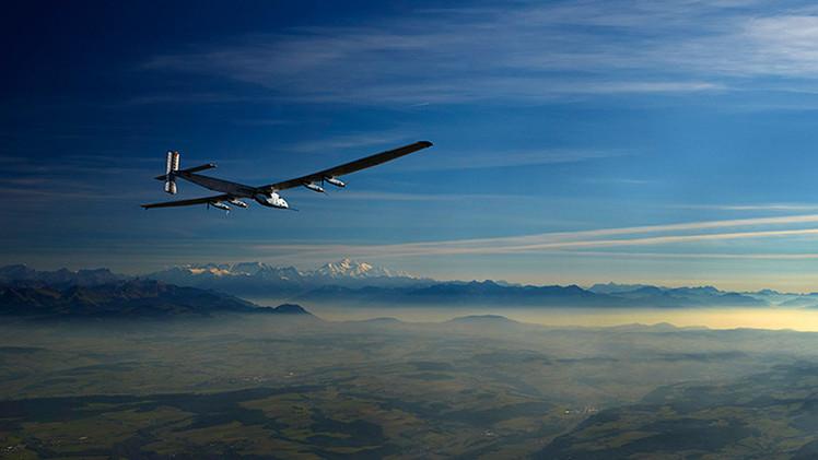 Fotos: El primer avión solar del mundo realiza su vuelo de prueba en Abu Dabi