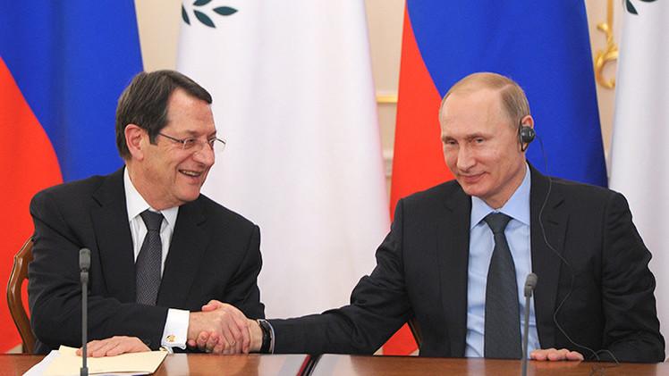 """'The Telegraph': """"El presidente de Rusia no tiene títeres, sino amigos"""""""