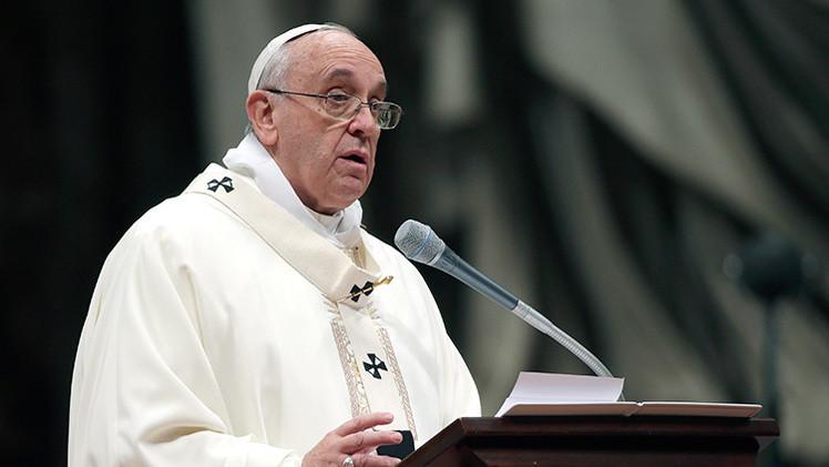 El papa critica a los que paguen 600 euros por 11 horas de trabajo