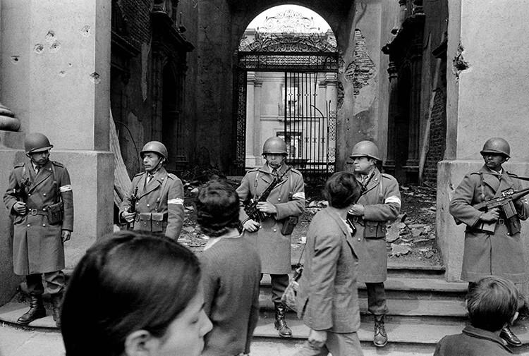 El palacio presidencial La Moneda tras el golpe de Estado, encabezado por  Augusto Pinochet