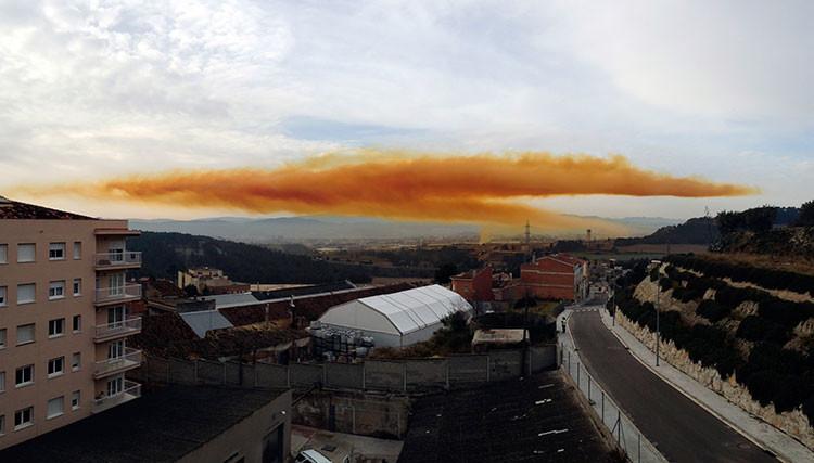 «España: Explosión en una empresa química causa una nube tóxica y heridos»