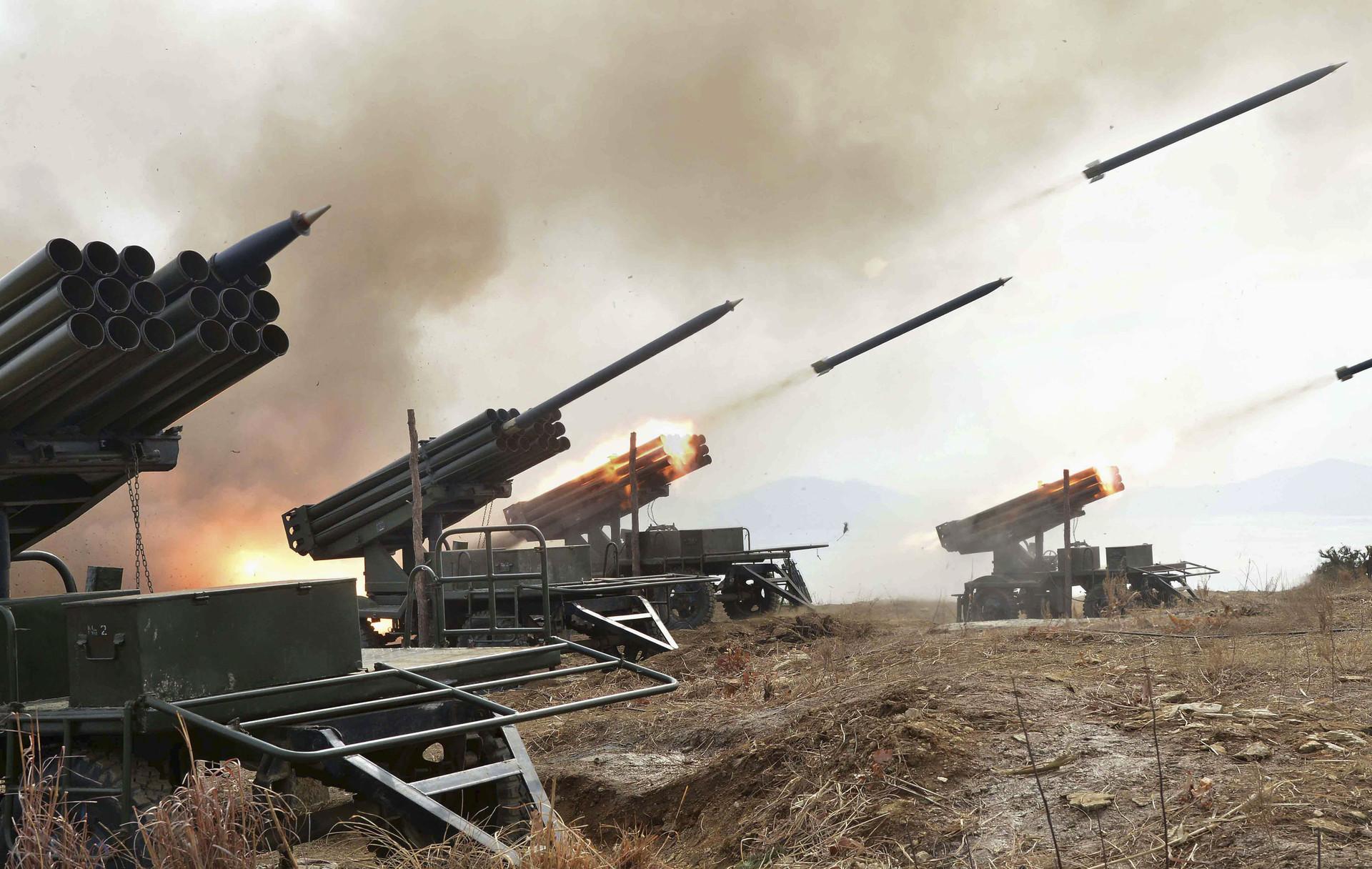 Ejercicios militares de misiles y artillería