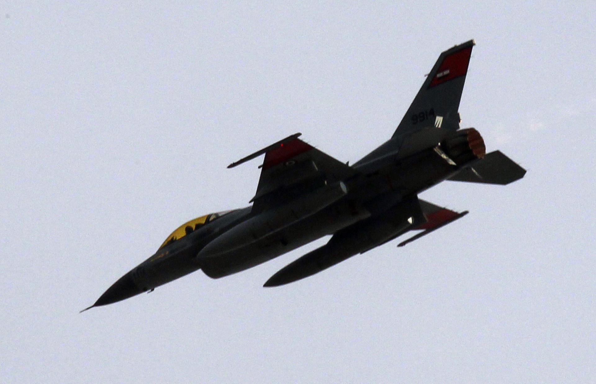 Egipto y Libia bombardean al Estado Islámico