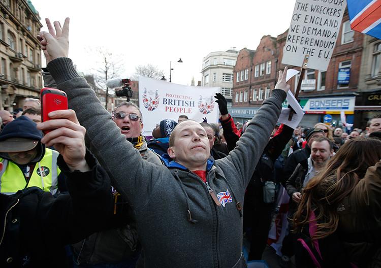 FOTOS: PEGIDA se manifiesta por primera vez en el Reino Unido contra la islamización de Occidente